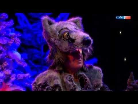 Angelika Mann und Frank Schöbel sind Rotkäppchen und der böse Wolf