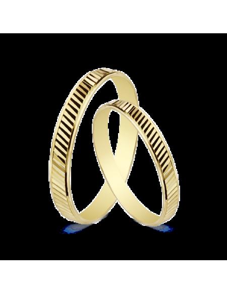 ALIANZA 9 KTES. 1.80 GRS. 3 MM. Alianza de boda en oro de 9kilates y 3 mm de ancho brillo en los laterales y acabado estriado en lineas en el exterior