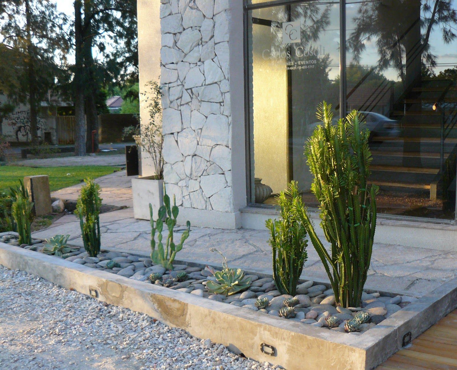 Resultado de imagen para jardin con piedras y suculentas Jardineras de cactus
