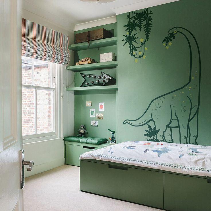 Un sutil contraste entre los colores y esta decoración de pared dinosaurio por E-Glue. - - - - #vinilosdecorativos #vinilosinfantiles #dinosaurio #habitacionesinfantiles #decoracioninfantil #decorideas #paredes