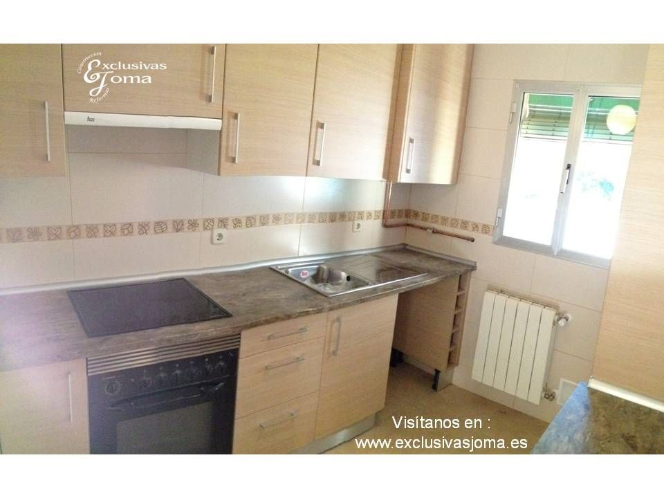 Muebles de cocina a medida en madera color haya jaspeado for Cocinas color granate