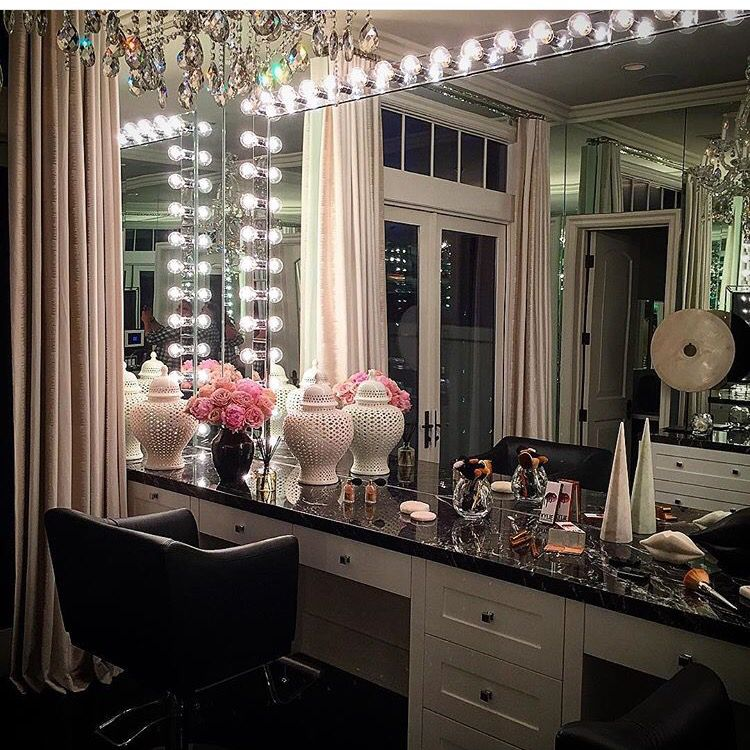 Kylie Jenner Bedroom: Pin By Britany Ramirez On For Room! In 2019