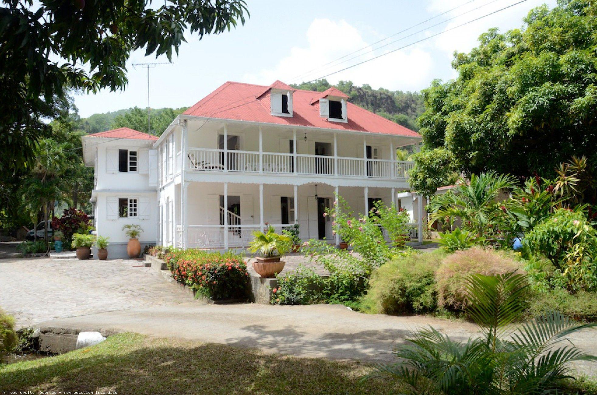 Habitation loiseau vieux habitants guadeloupe maison coloniale pinterest maisons for Interieur maison coloniale