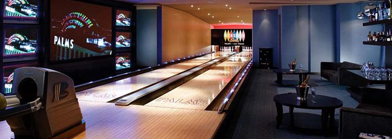 Tha Palms Kingpin Suite Las Vegas A Bowling Alley In Your Hotel Room Crazy Fun Lets Go Ladies Las Vegas Suites Vegas Suites Home Bowling Alley