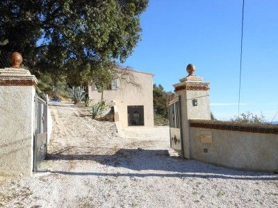 Renovated villa with panoramic view on the hills.  €583,000/£486,280