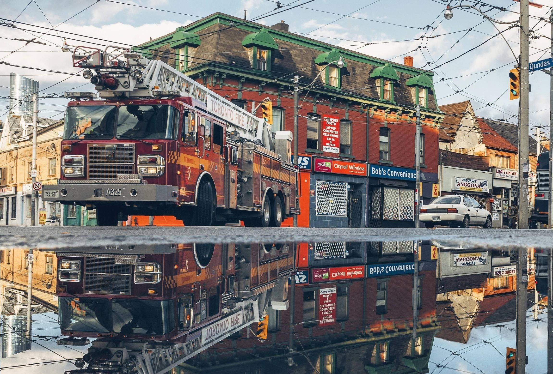 Toronto Fire Truck Reflection 2302x1558 R Wallpapers Fire Trucks R Wallpaper Background Hd Wallpaper