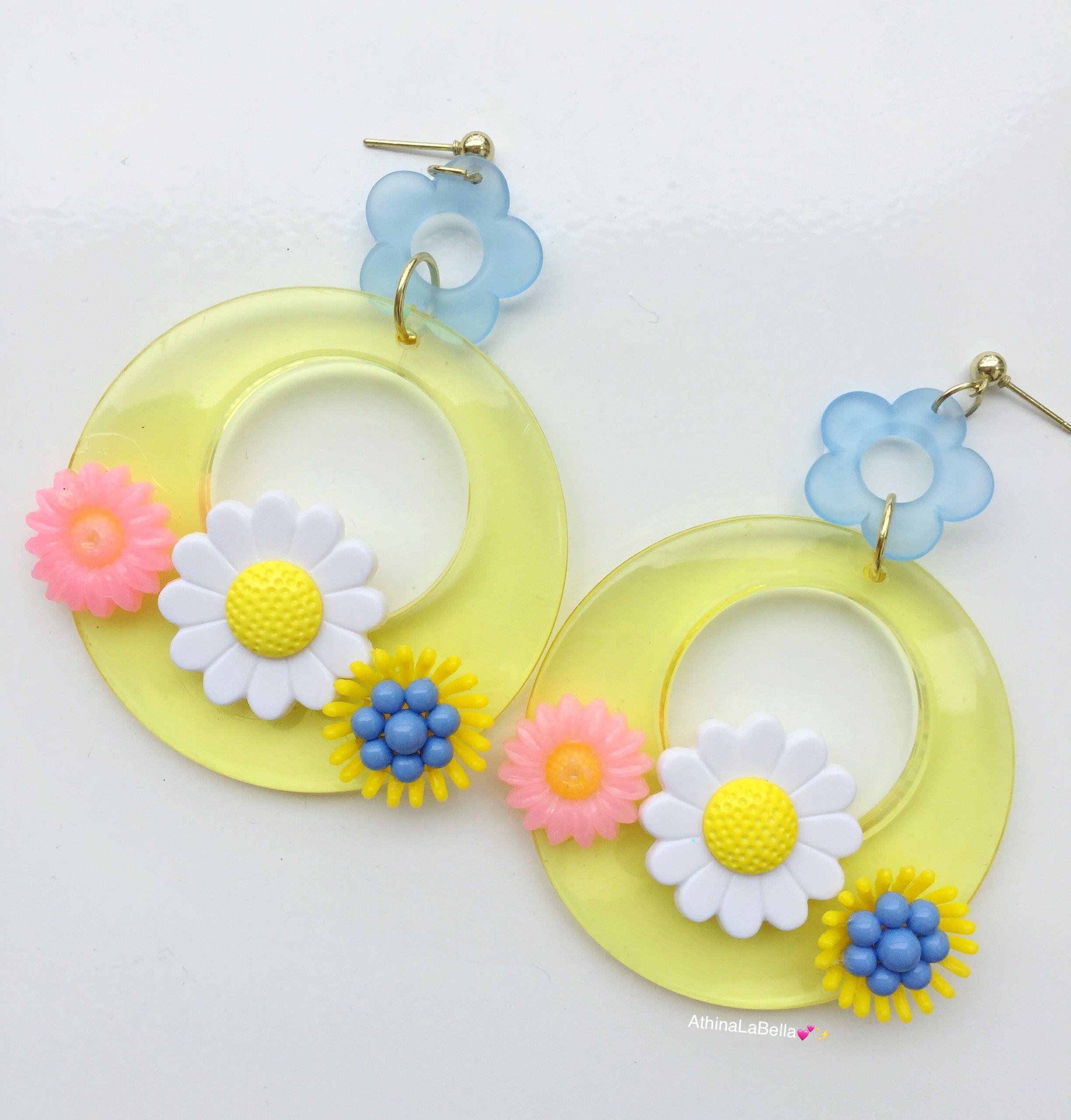 1960s daisy earrings clip on earrings gold tone boho festival jewelry floral flower white retro vintage earrings mid century mothers day
