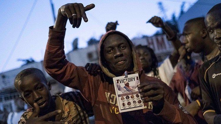 El líder de Gambia confirma su decisión de salir del poder