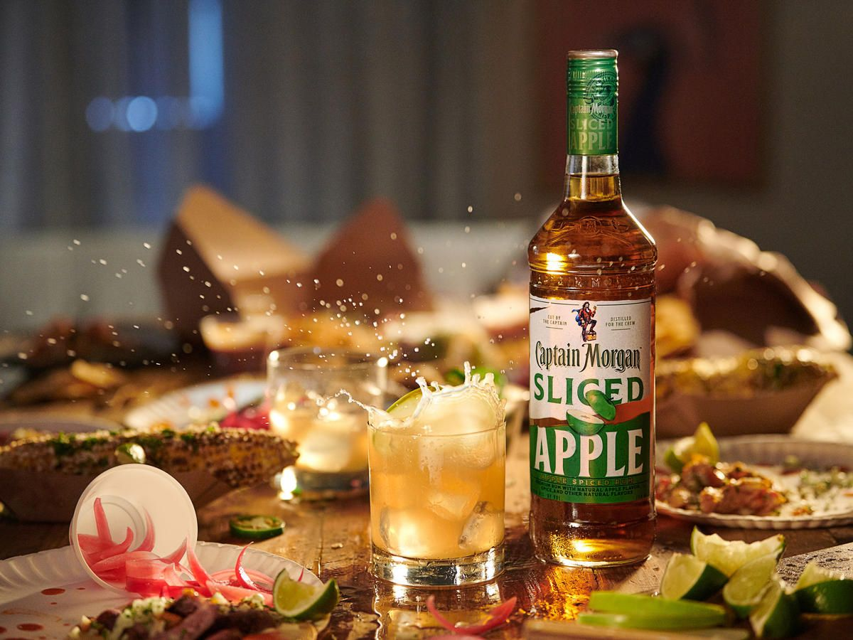 Captain Morgan Introduced A Sliced Apple Flavored Rum For Fall In 2020 Apple Drinks Recipes Spiced Apples Flavored Rum
