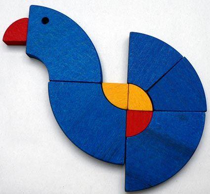 GOLO. Een creatieve puzzel in de vorm van een klein bouwpakketje. Vanuit een simpele houten wielvorm kun je eindeloos veel verschillende dieren en personages maken.