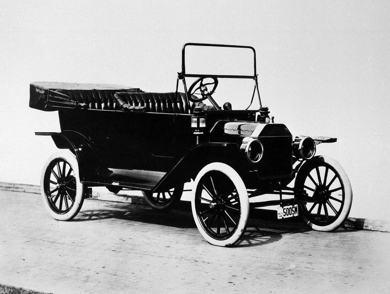 Description Of The 1914 Ford Model T Touring Car Is Shown In