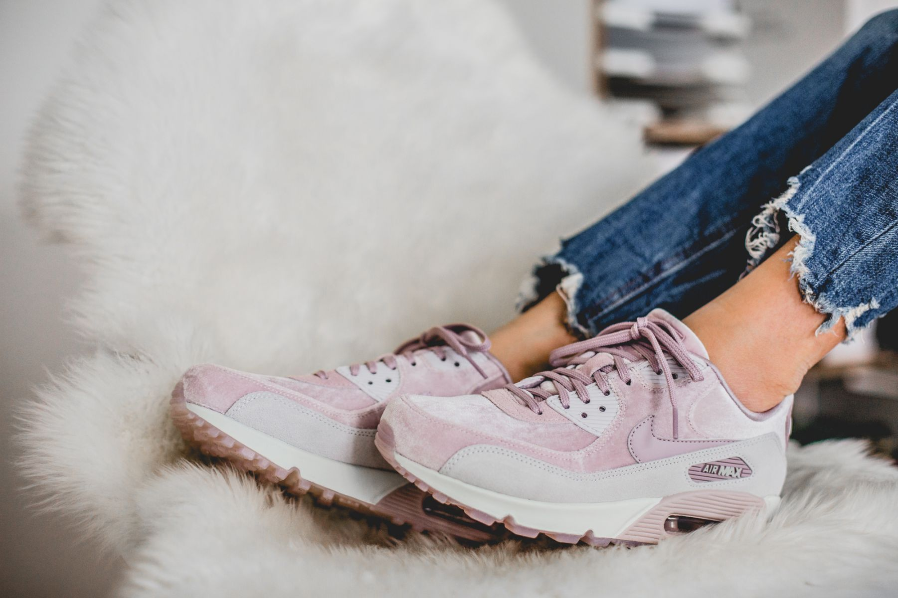 lowest price 277f3 1e843 NIKE WMNS AIR MAX 90 LX DELUXE CLOUD PLUSH PARTICLE ROSE 898512 600