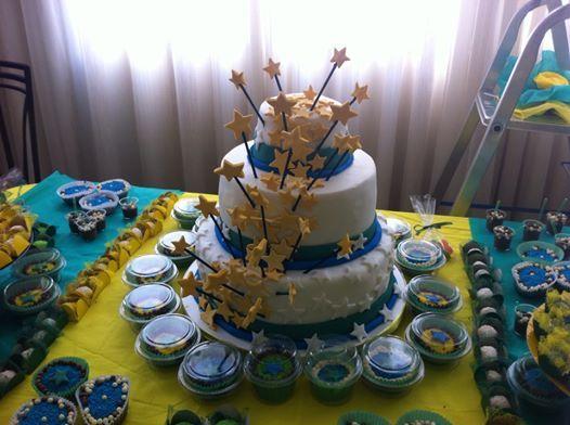 Bolo Tema Copa/Brasil - obs.: a base do bolo é fake. Design Cake Mari Silveira