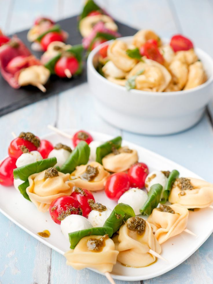 Pasta salad skewers with tortellini, tomatoes and mozzarella   - German Blogger *Food* -