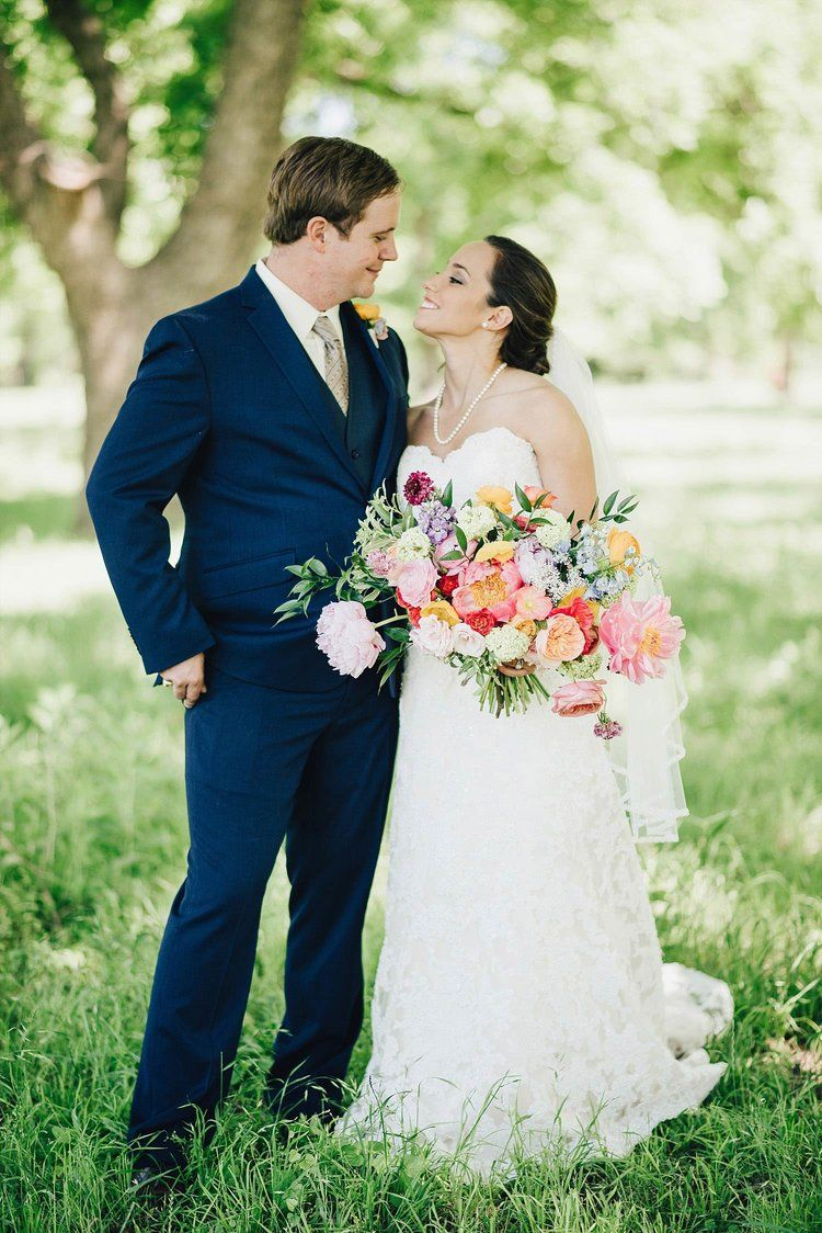 We just canut help but fall in love with this picture of the bride