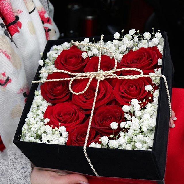 Roses Box Baku On Instagram Vlyubites V Svoyu Vtoruyu Polovinku Po Novomu A My Pomozhem Vam Osvezhit Vashi Chuvstva Elegantnaya Gift Wrapping Gifts Wrap