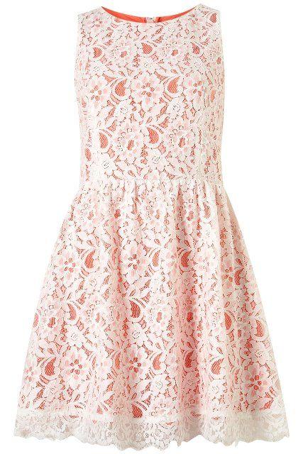 Un vestido con encajes siempre te hará lucir radiante.