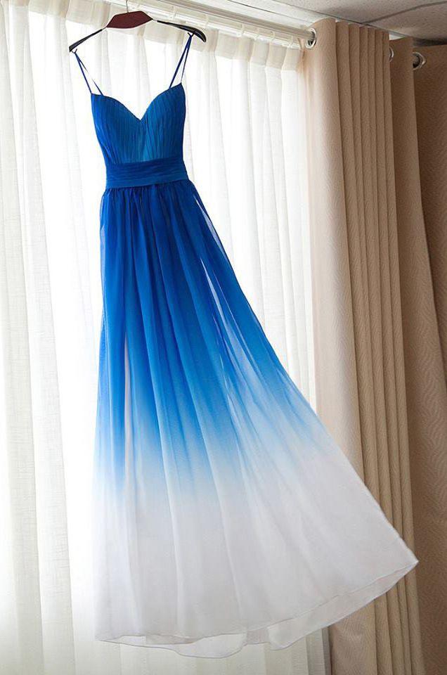 Ein Ombre Kleid in Blau Weiß ist einfach ein Traum! Uns erinnert das ...
