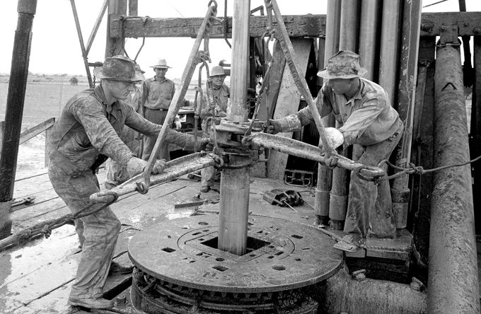 history_Working-the-Tongs-west-Texas-1930s   Oil field   Oil jobs