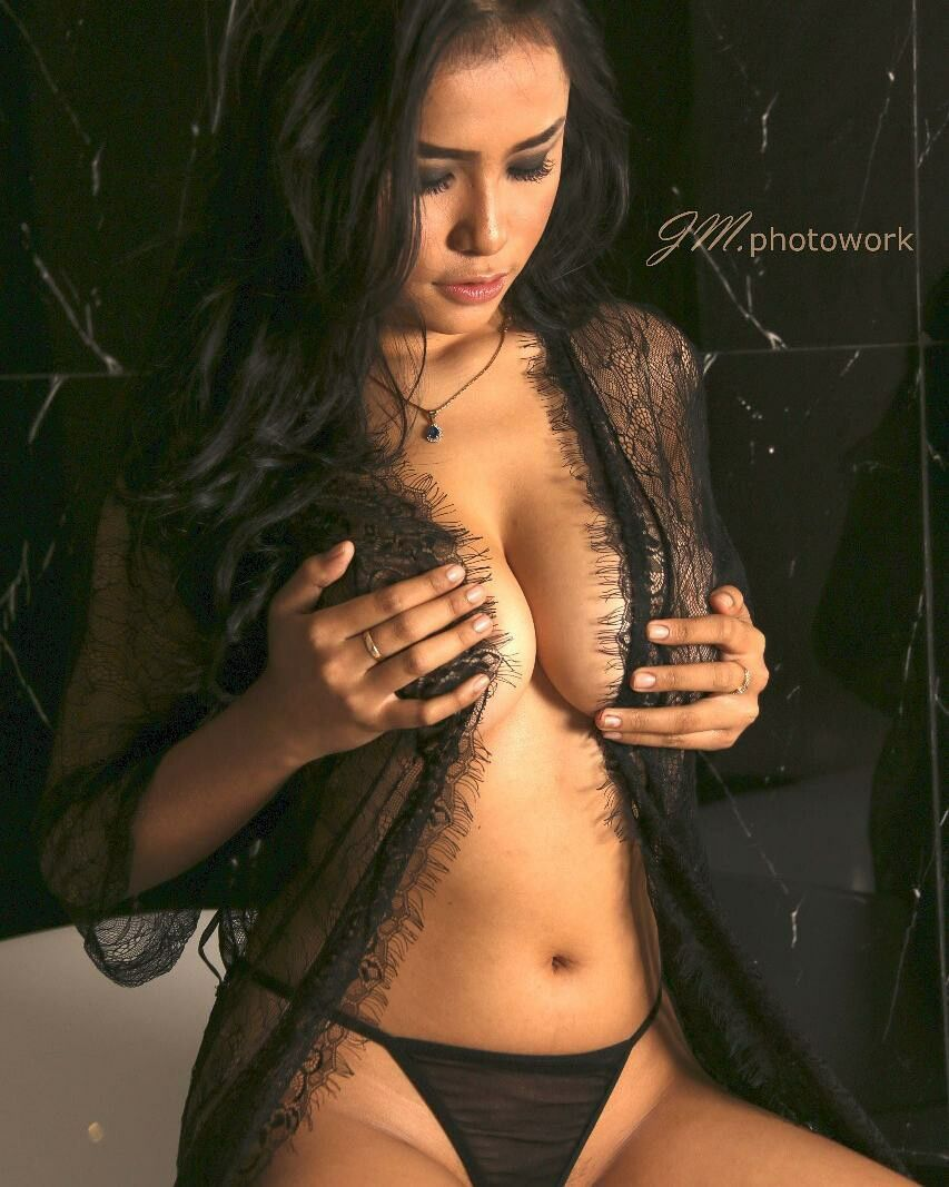 100 Images of Amelia Intan Nude