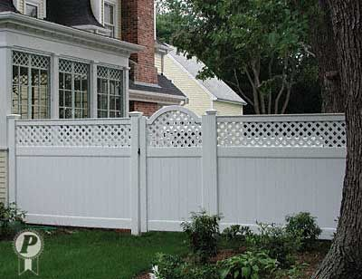 White Vinyl Fences With A Gate Match The Arched Top Gate Creates A Dramatic