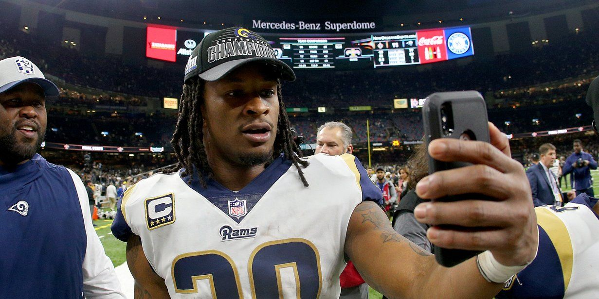 Todd Gurley Posted An Eyebrow Raising Photoshopped Photo That Appeared To Thank The Refs For Blown Call In Nfc Title Game Todd Gurley Nfc Appearance