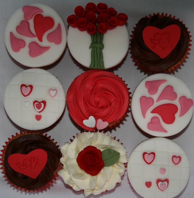 Hearts And Roses Valentines Day Cupcakes Cupcakes Pinterest