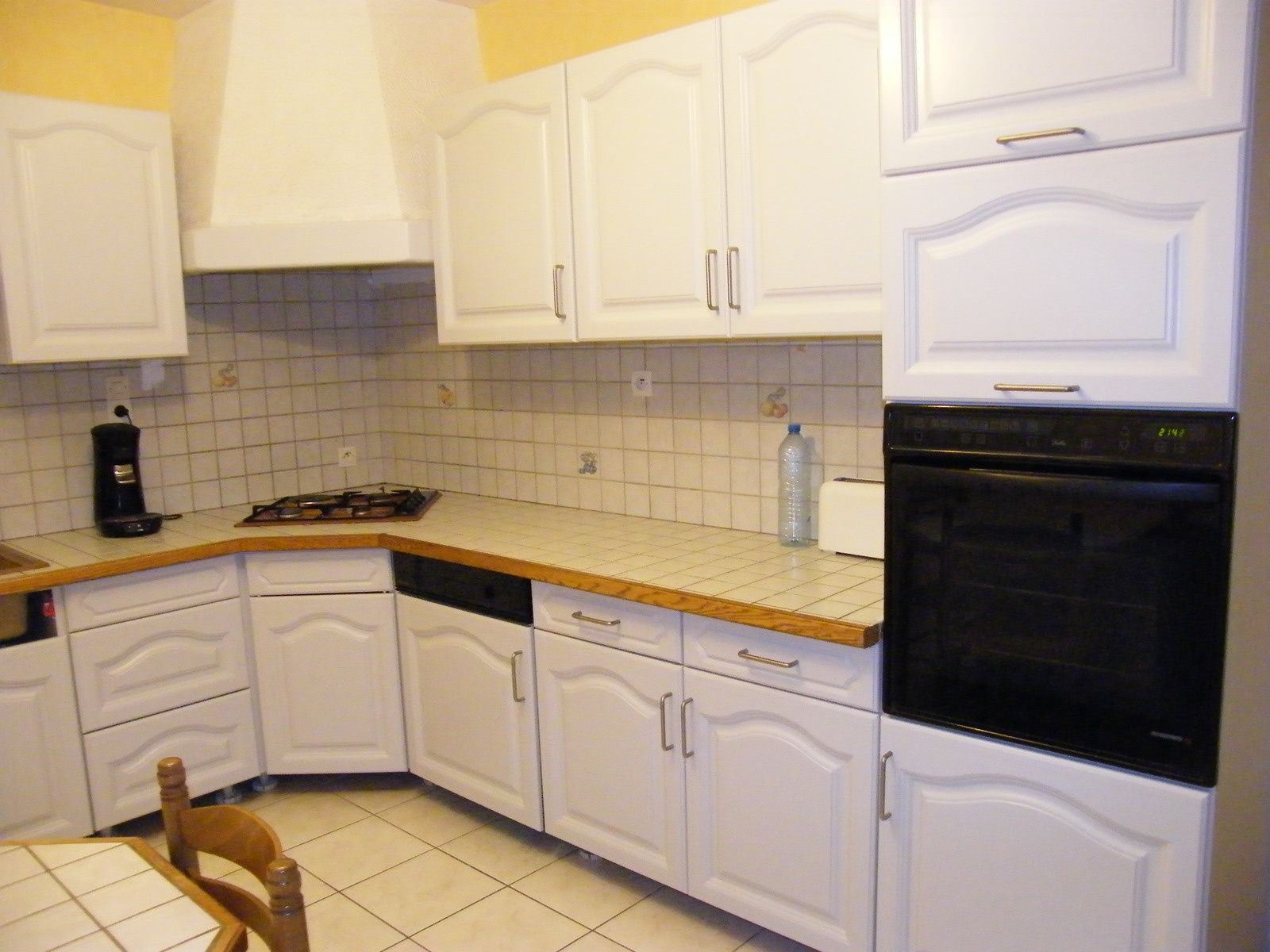 r nover une cuisine comment repeindre une cuisine en. Black Bedroom Furniture Sets. Home Design Ideas