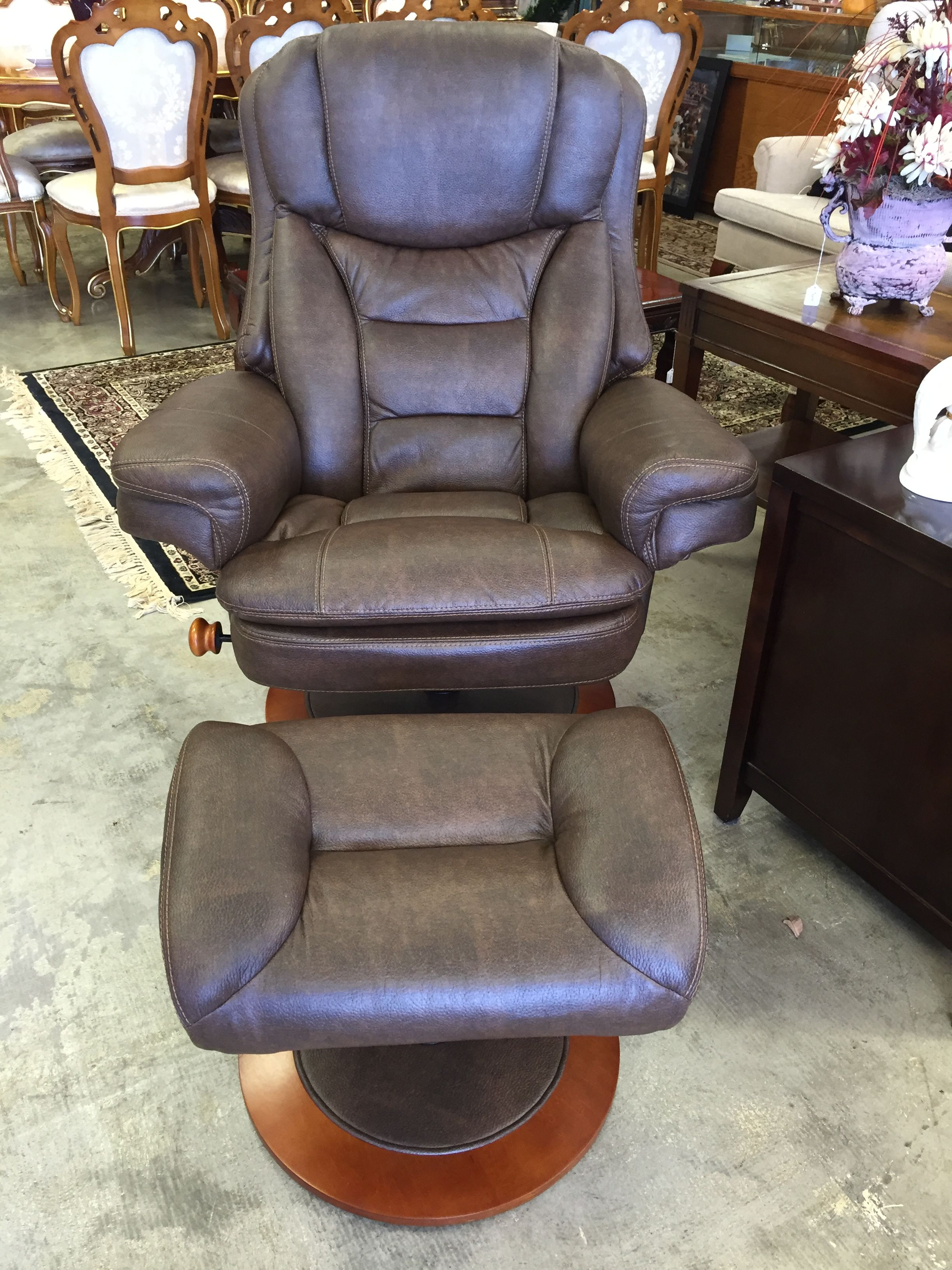 Admirable Close To Brand New Macmot Brute Swivel Toast Chair And Caraccident5 Cool Chair Designs And Ideas Caraccident5Info
