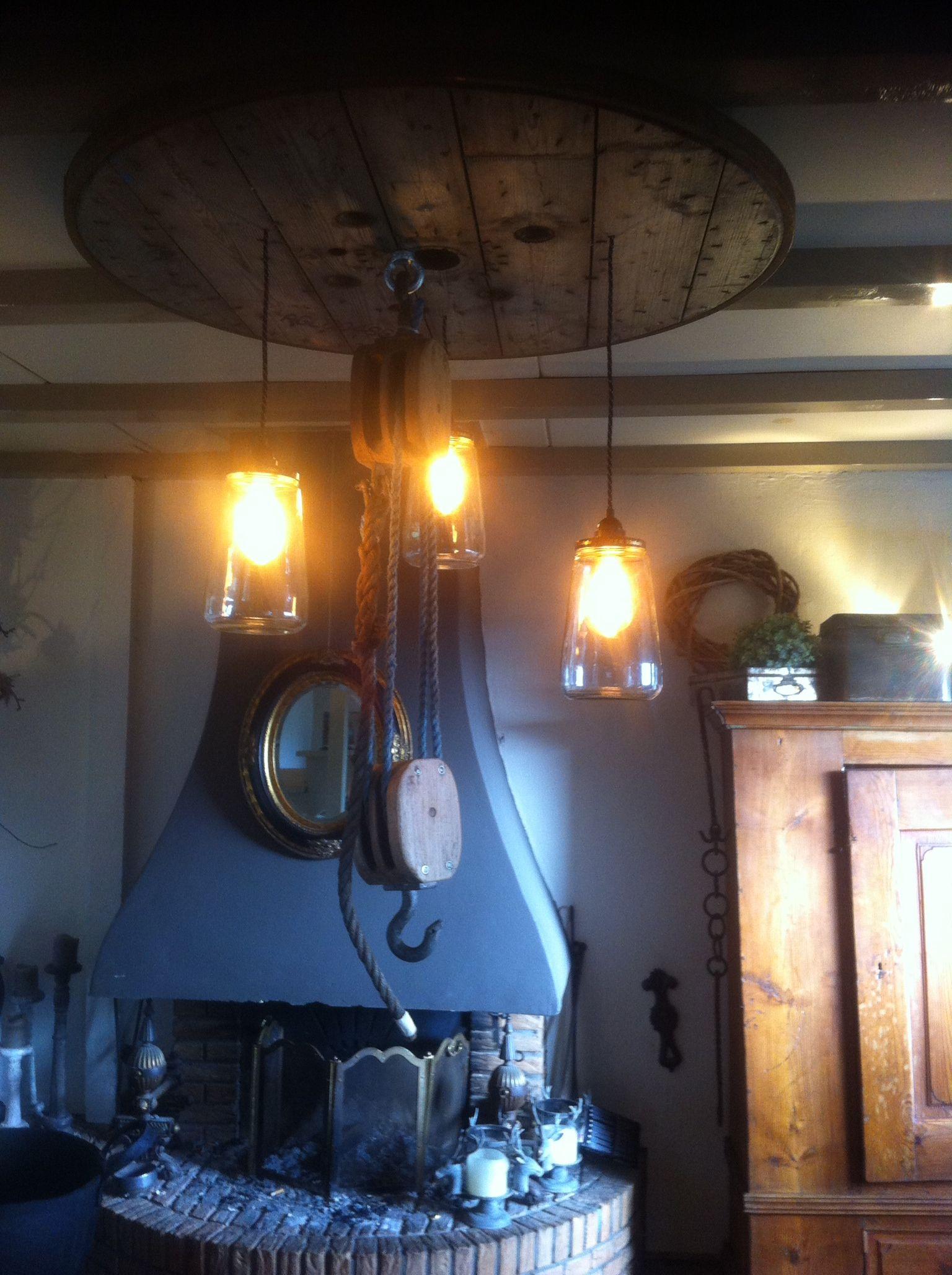 Zelf Gemaakte Lamp Van Het Blad Van Een Kabel Haspel 3 Augurkenpotten En 2 Katrollen Voor Het Huis Keuken Lampen Lampen Maken