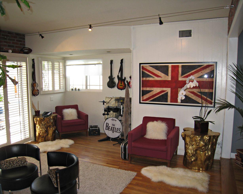 Veja Algumas Refer Ncias De Como Aplicar Uma Decora O Rock N Roll  -> Papel De Parede Para Sala Rock N Roll