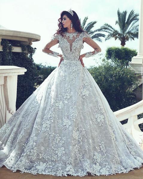 Das Weiße Brautkleider mit lange Ärmel ist aus Spitze. Kristal voll ...