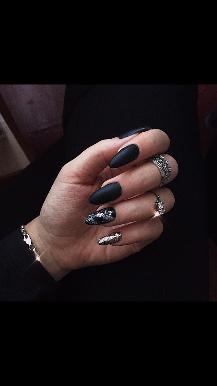 Маникюр ⚫️   Кольцо   #bossbabe #black #manicure #happynewyear #merrychristmas #oval #white #маникюр #рождество #черныйманикюр #праздник #кольцо #скамнем #нарощенные #красиво #ухоженно #длясебялюбимой