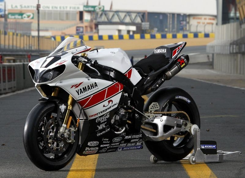 Charmant Yamaha R1 Photo   2