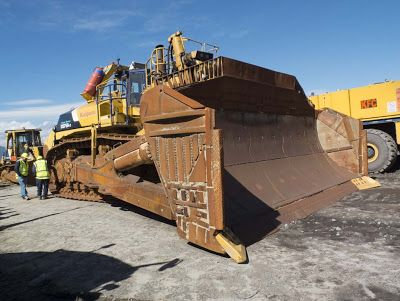 10 largest bulldozers world s biggest bulldozer oh yeah komatsu