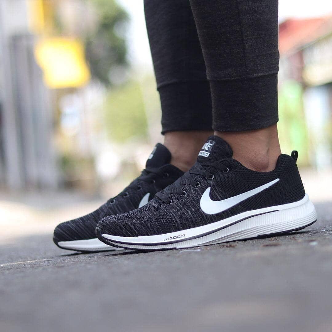 Sepatu Pria Nike Running Olahraga Terbaru