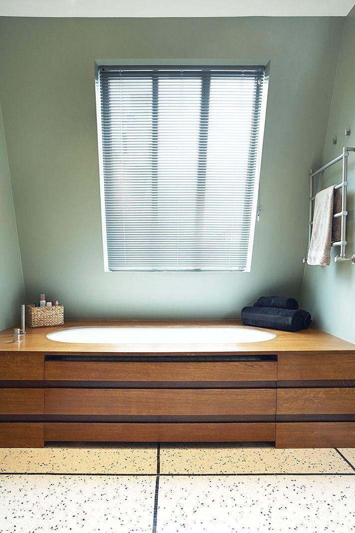 baignoire sous pente  salle de bain aménagement salle de