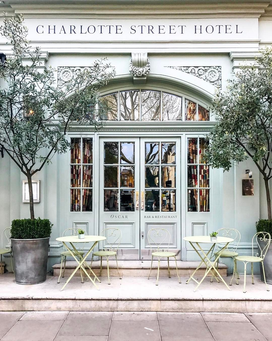 1900 Chairs With Bistro Tables In Willow Green Grace The Pavement  # Table De Jardin Ludon
