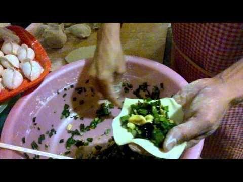 En una casa un mexicano viviendo con 16 chinos (haciendo comida con una ...