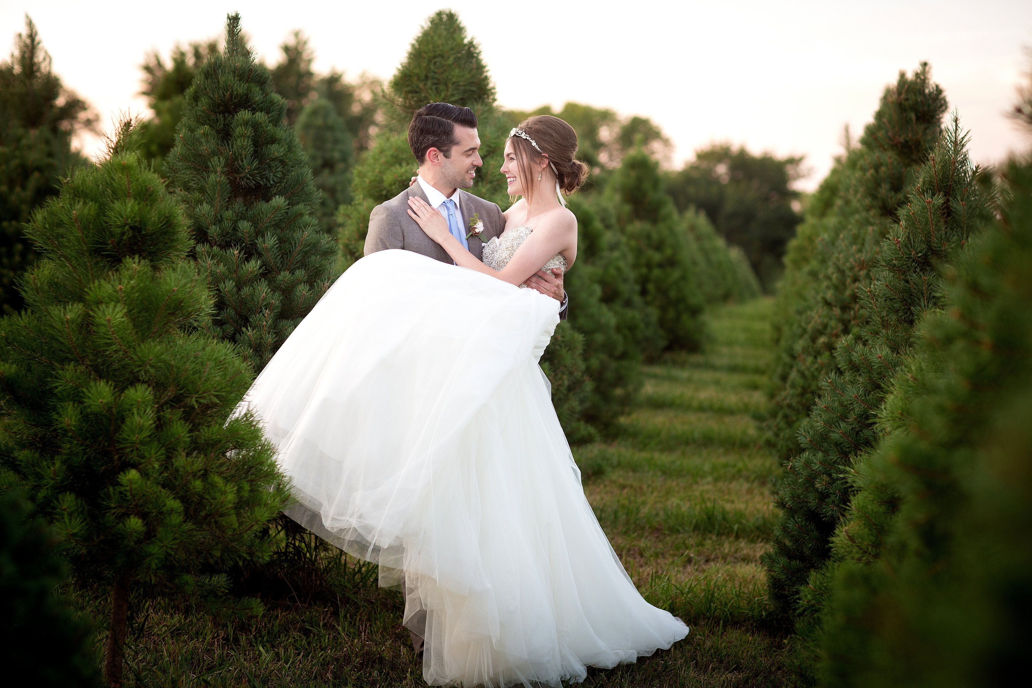 Winter Wedding Archives Wed Kc Kansas City Wedding Experts Christmas Tree Farm Photo Shoot Kansas City Wedding Wedding