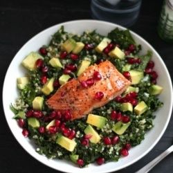 Superfood Salad with Pan-Seared Salmon {Elena's Healthy Recipe Collection} | Looksi Bite