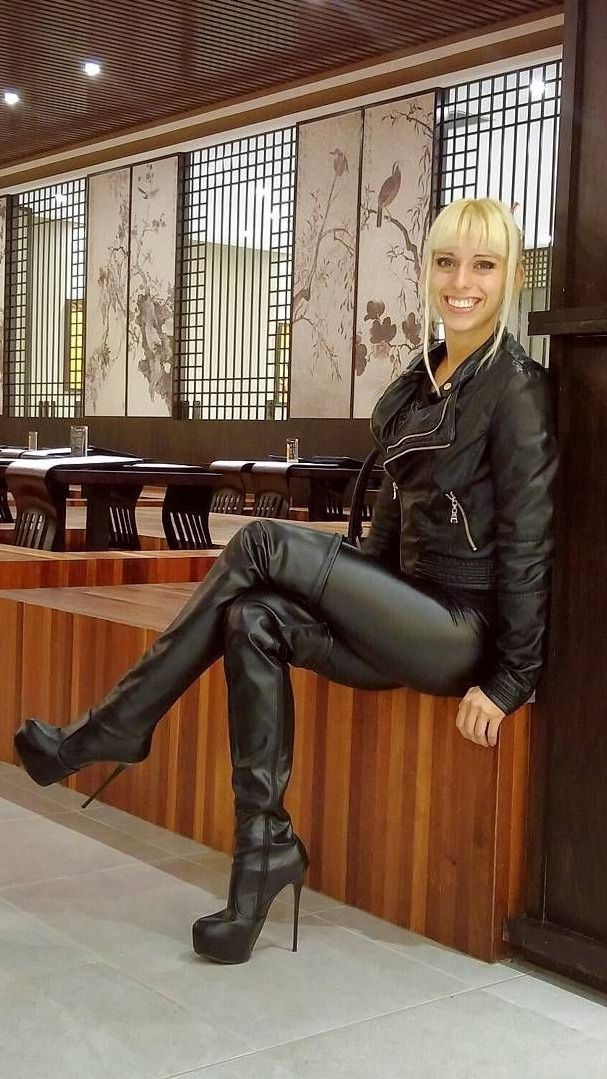 Girls in thigh high boots | Hochhackige stiefel, Hohe