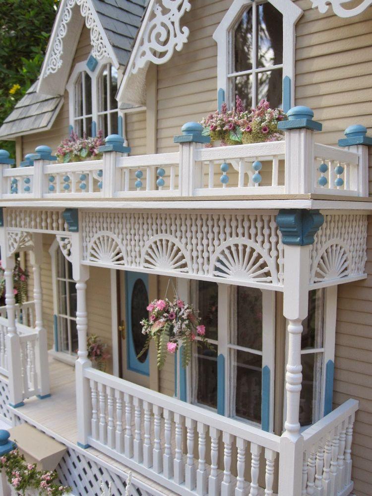 Dollhouses by Robin Carey: The Darling House Victorian Dollhouse #victoriandolls