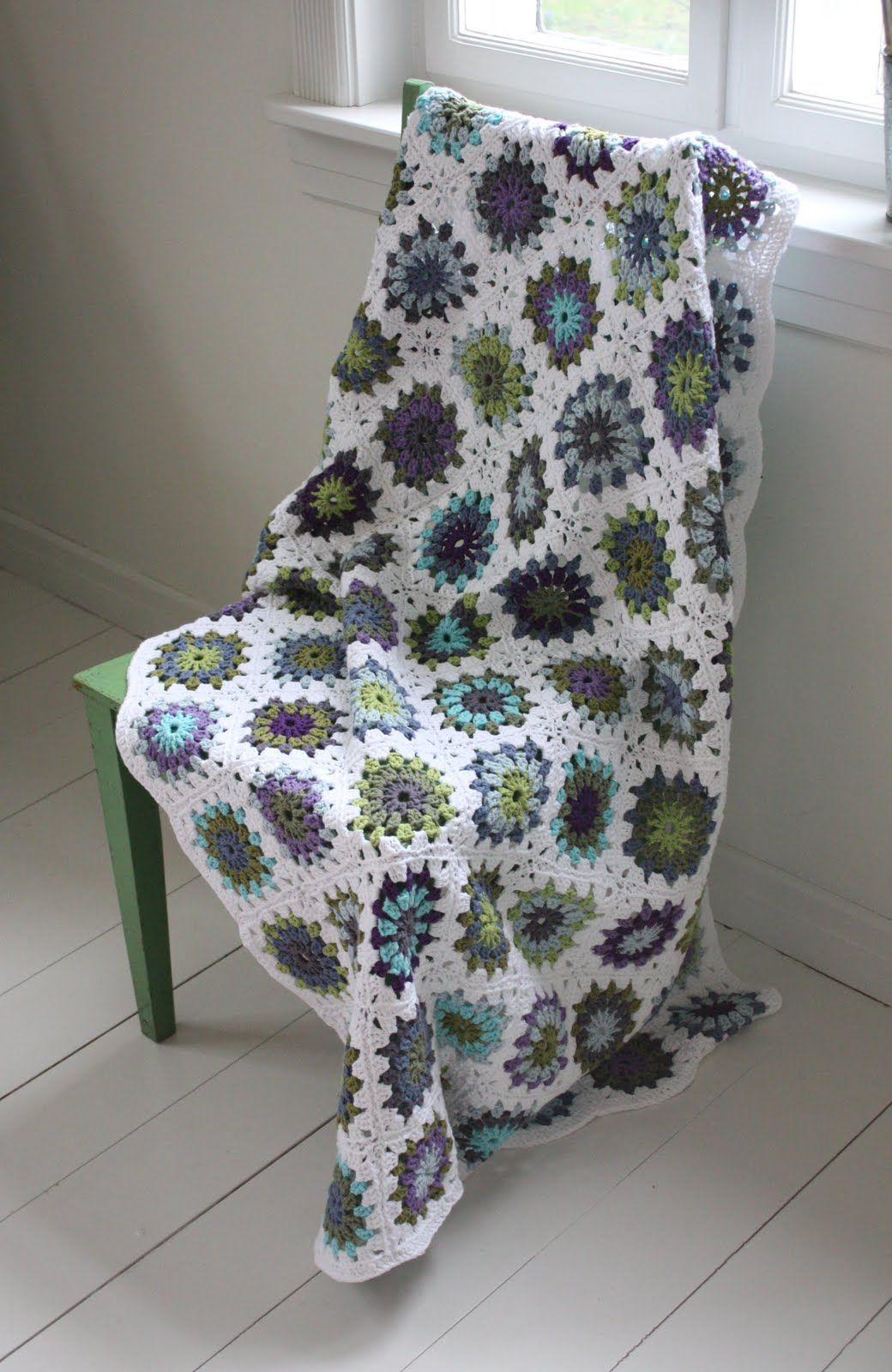 """granny square blanket love these colors. wonder if it is called """"round to square"""""""