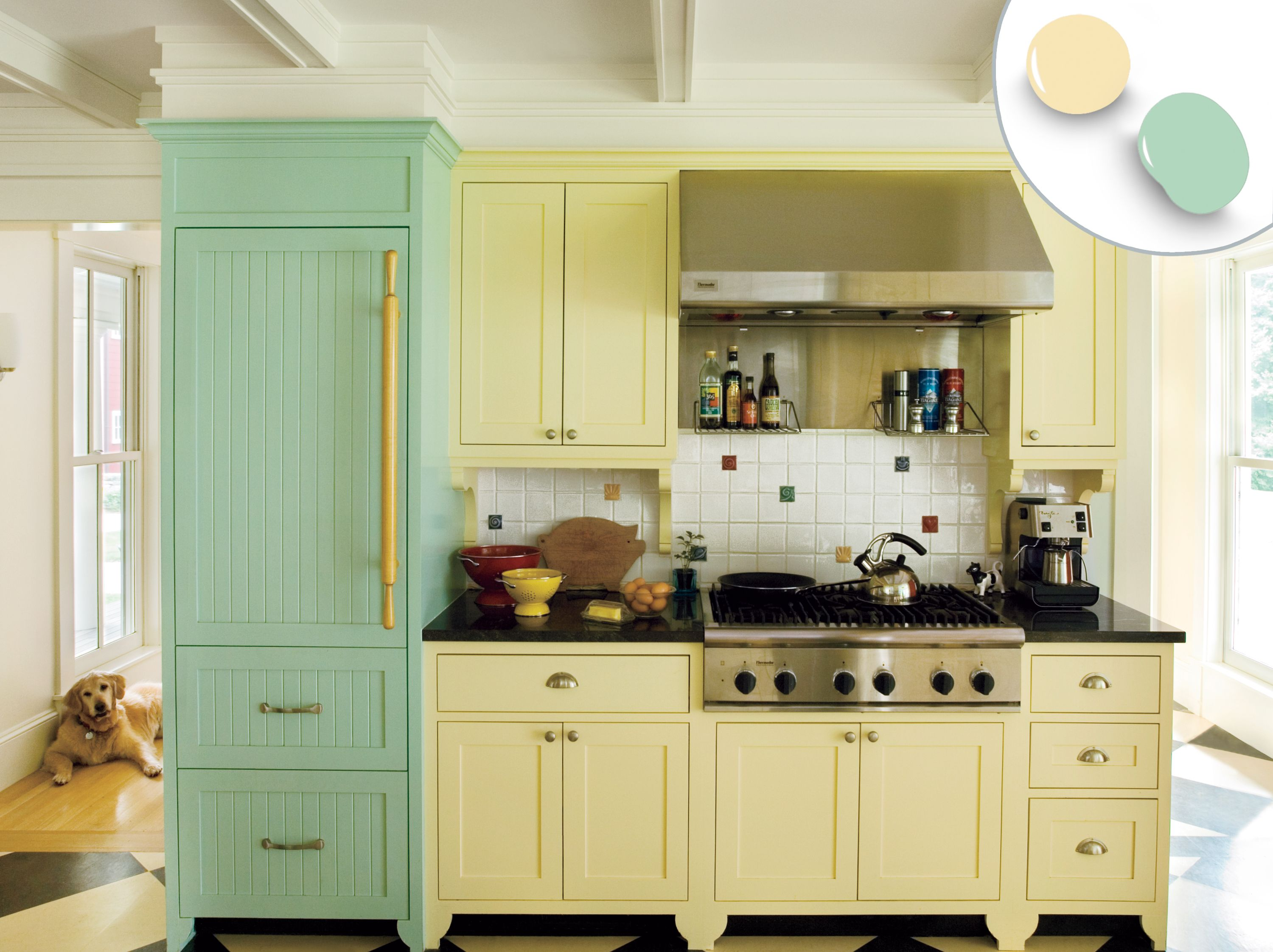 12 kitchen cabinet color combos that really cook cottage chic rh pinterest com