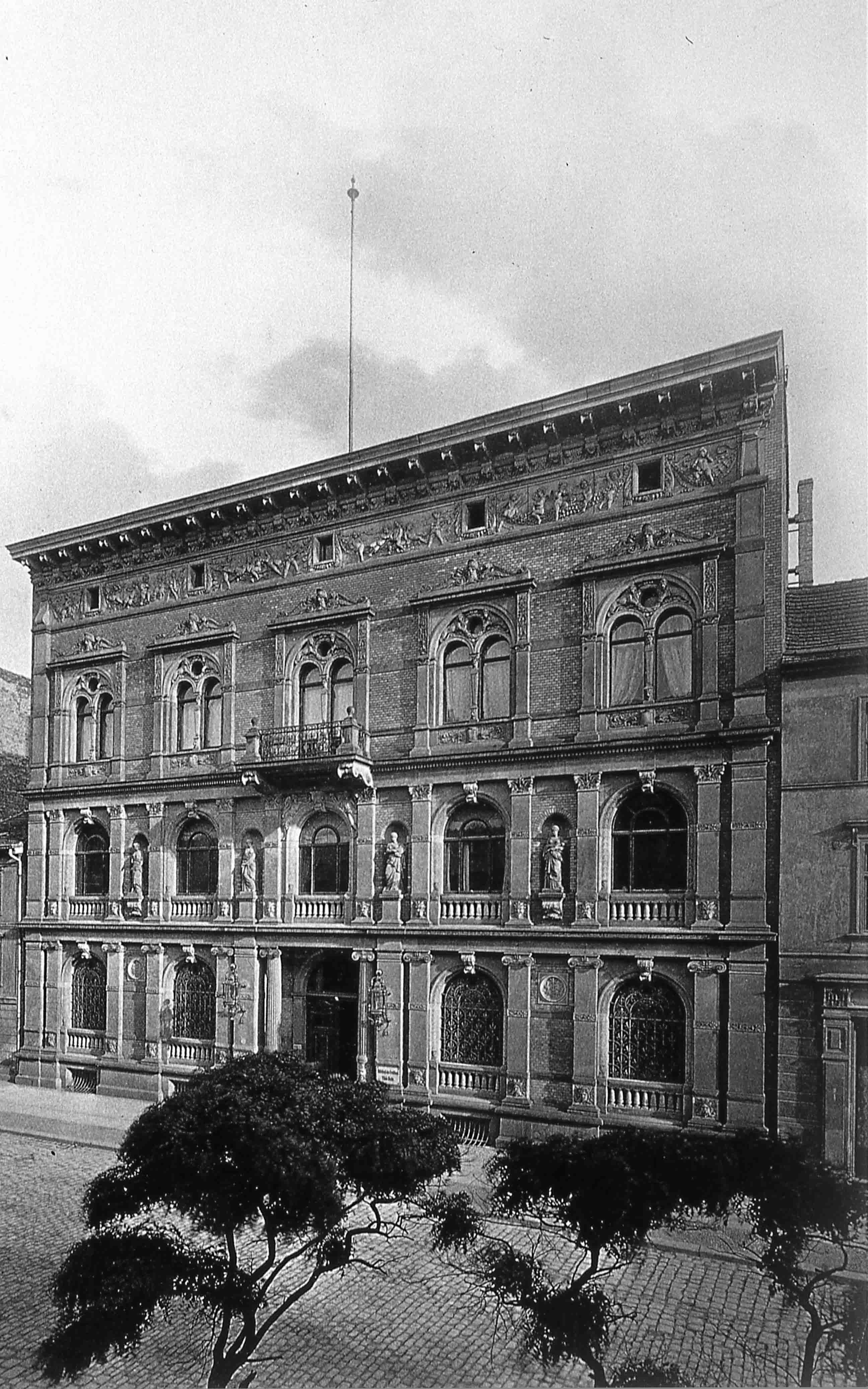 Behrenstr 2, Mitteldeutsche Creditbank, von Ende
