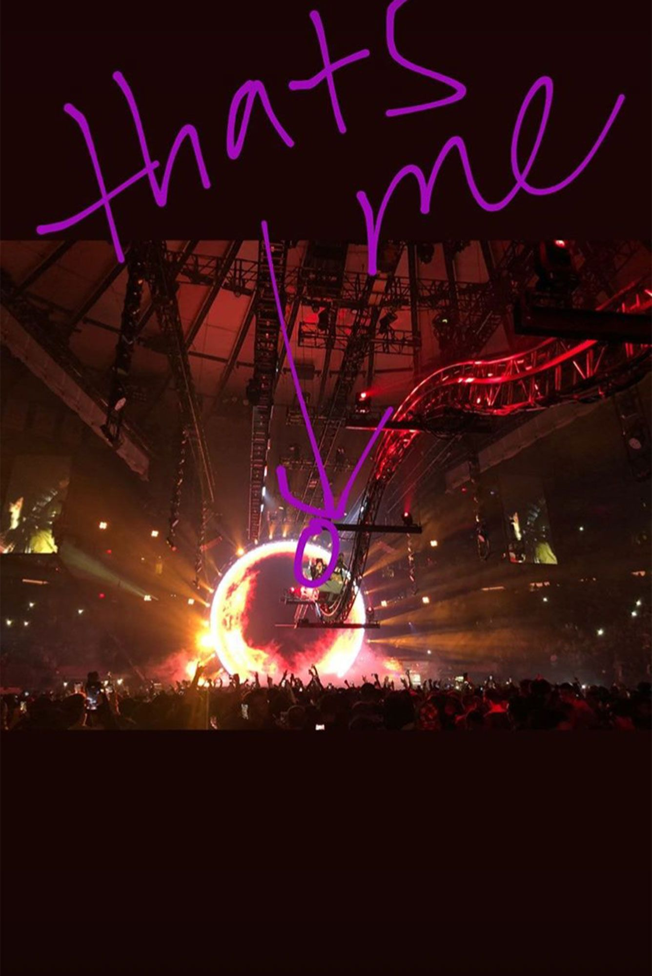 Kylie Jenner Entertains The Crowd With Travis Scott During Concert Watch Her Sky High Appearance Travis Scott Concert Travis Scott Kylie Jenner