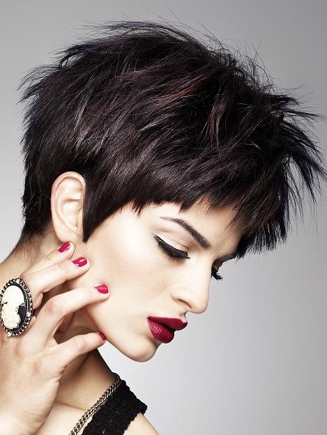 Frisuren für dunkle kurze haare