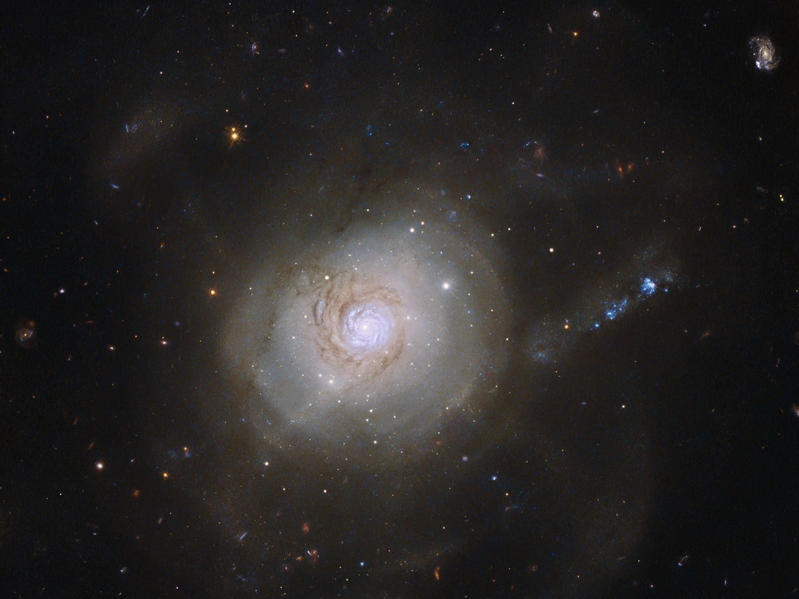 Ngc 7252 It Is Also Called Atoms For Peace Galaxy Only Rarely Does An Astronomical Object Have A Polit Hubble Space Telescope Space Telescope Hubble Space