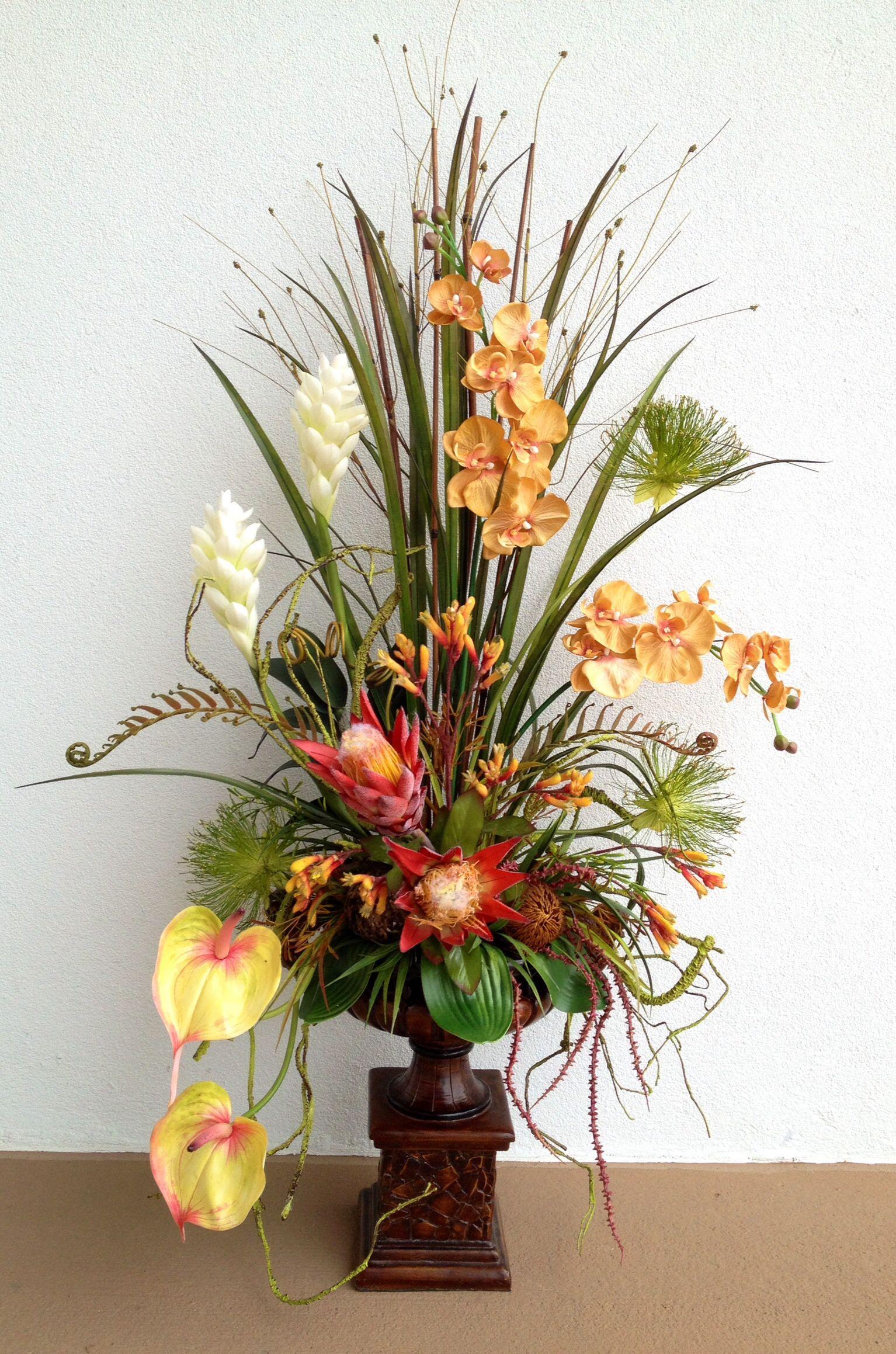 Tropical arrangement @arcadiafloral